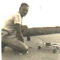 Wolfram Teichert mit seinem Speed-Fesselflugmodell